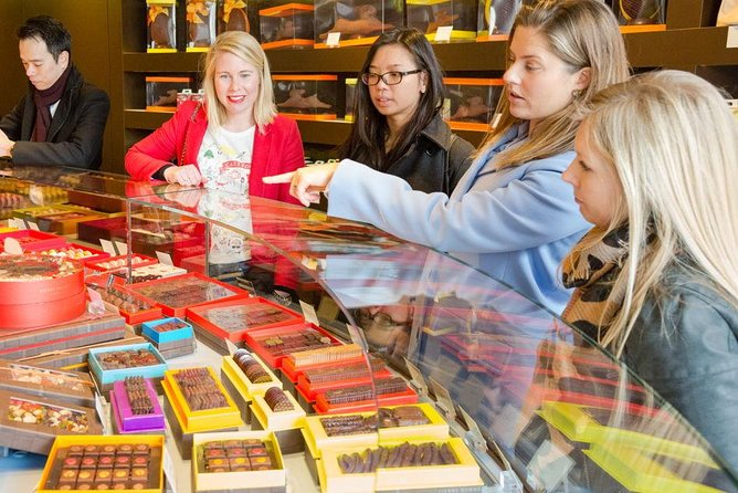 Luxury pastry tour of the 16th with a pastry chef