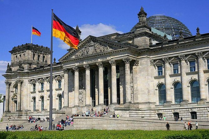 Join best-selling author Rory MacLean in Berlin with 3(for2) audio walking tours