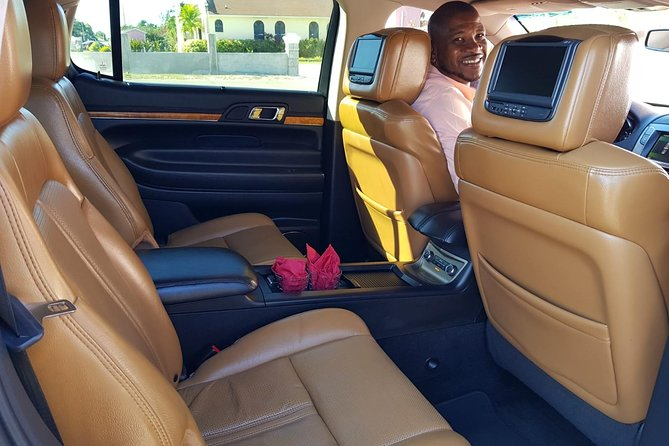 Luxury MKT Town Car Private Roundtrip Transfer