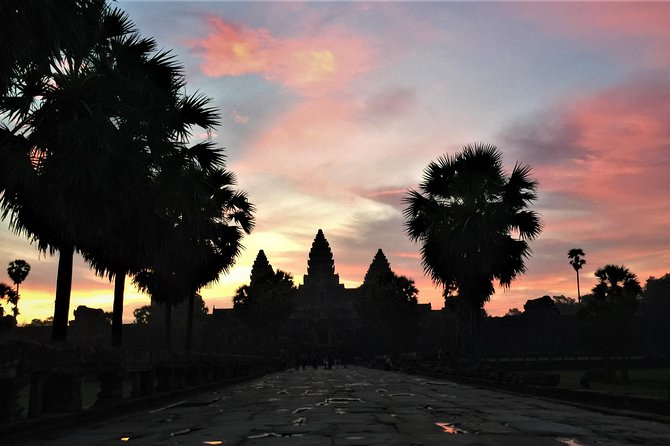 Private Angkor Wat Sunrise VIP by Jeep