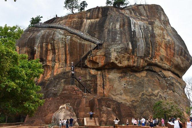 Private Day Tour to Historical Sites (Sigiriya and Dambulla) from Colombo