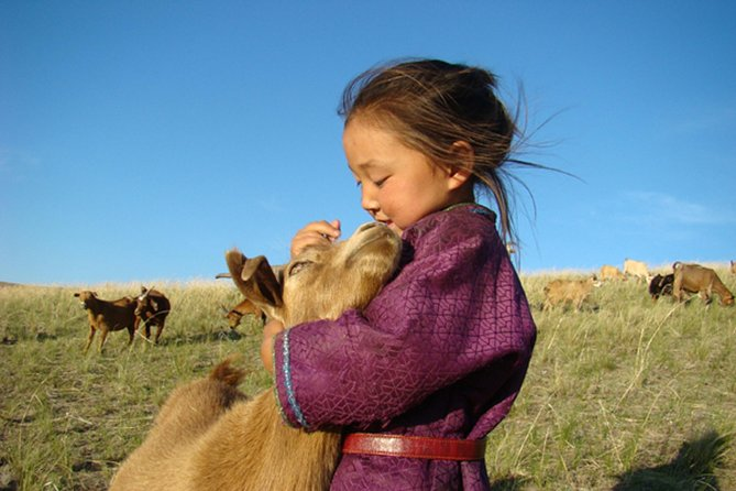 Journey to the roots of nomadic culture and beautiful nature in Mongolia 12N/13D