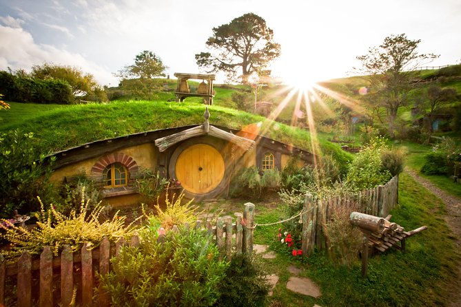 Hobbiton Movie Set Tour + Waitomo Glowworm Caves - Combo Day Tour - Ex Auckland
