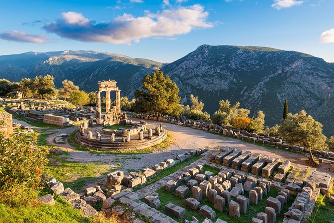 Athens To Delphi, the naval of the earth