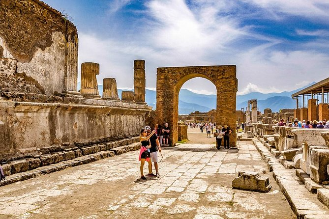 Transfer from Rome to Sorrento with stop in Pompeii (guided tour included)