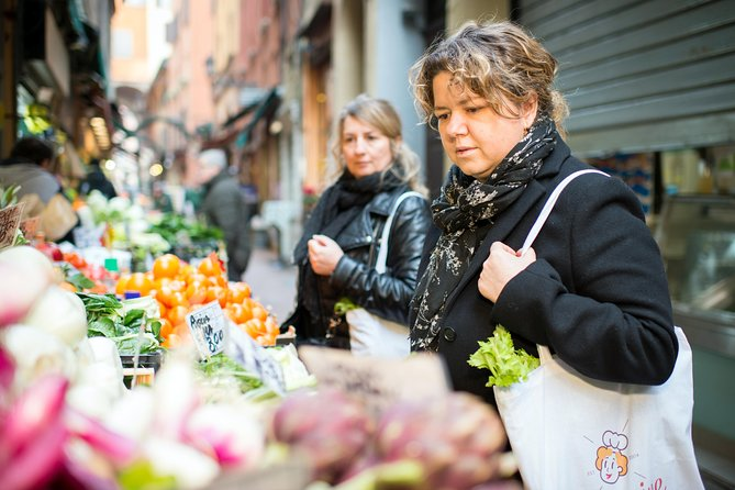 Small Group Market tour and Cooking class in Gubbio