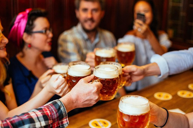 Private Edinburgh Local Beers, Pubs & Breweries Tour with a Local