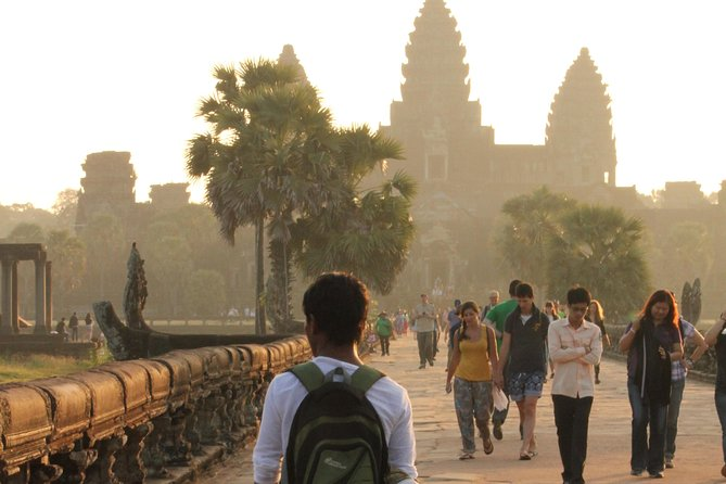 Full Day Small Group of Angkor Wat Temple Complex with Experienced Tour Guide