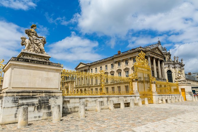 Versailles Palace Intimate Day Tour with Lunch from Paris