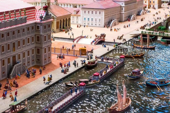 "Sightseeing city tour with scale-model museum ""Petrovskaya Akvatoria"""
