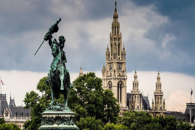Vienna`s History and Architecture private City Tour-Ride (excursion by car)