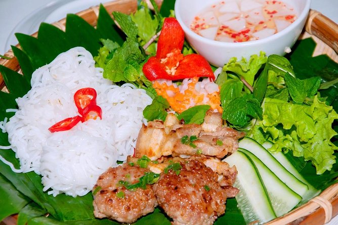 Hanoi Street Food: Small Group Walking Tour with Real Foodie