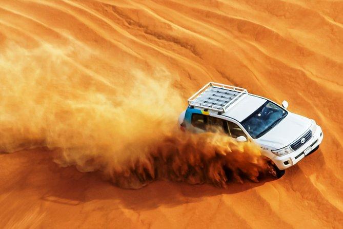 Safari in 4x4 nel deserto di Abu Dhabi con giro in cammello, cena e spettacolo di danza del ventre