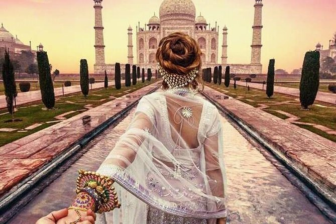 Romantic date at Taj Mahal Tour