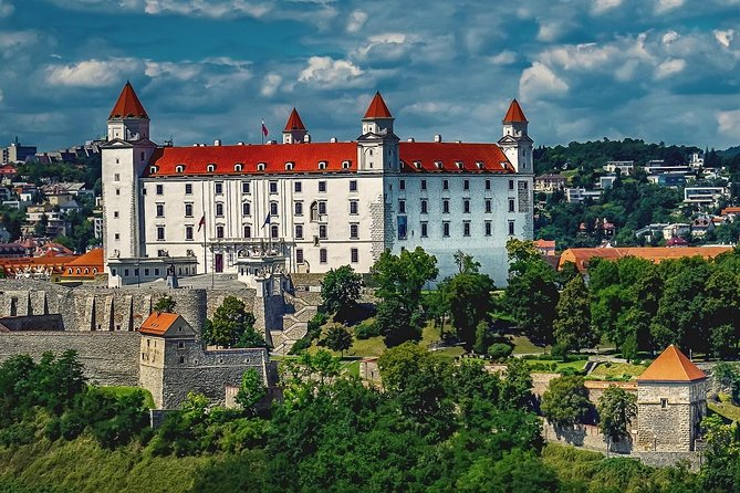 Private Transfer from Budapest to Bratislava with 2h of Sightseeing