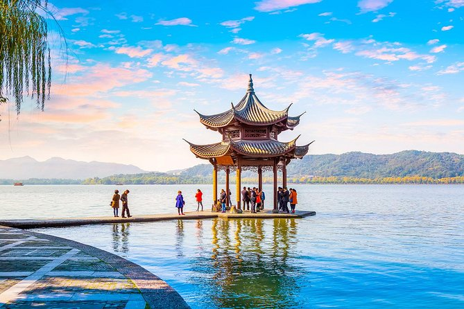 Private Hangzhou Day Tour to West Lake, Lingyin Temple, Tea Village, Old Pagoda
