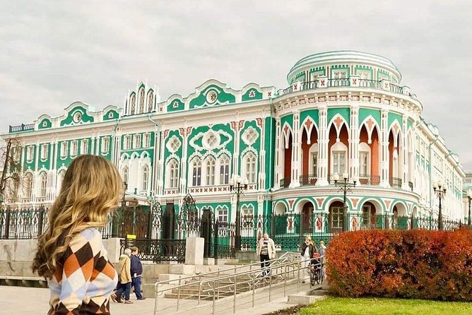 4-hour Super Combo Tour: Yekaterinburg & Europe-Asia Border & Romanoffs' Places
