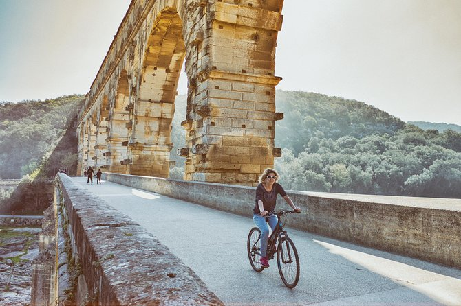 Full day cycling trip in Uzès, Pont du Gard and surrounding villages