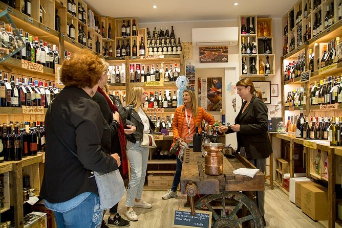 History, Food and Wine Tour with Lunch in Verona
