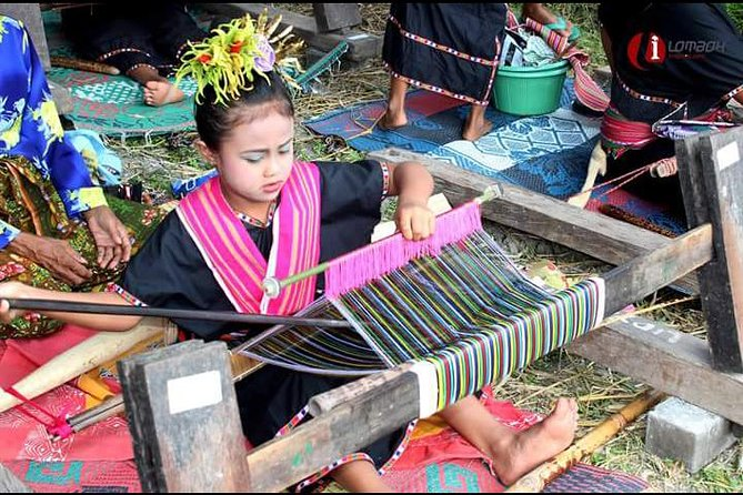 Traditional Weaving Class In Sukarara
