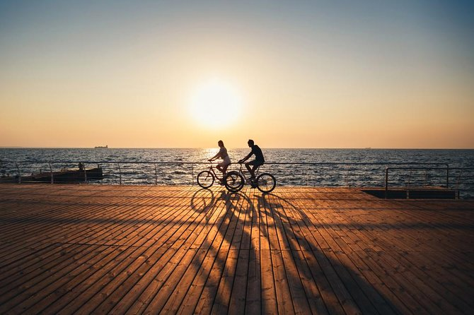 Backwaters and Beaches of Kochi - A Guided Cycling Tour