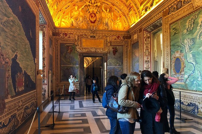 Private Skip the Line Vatican Hidden Gems Tour with Hotel Pick-up and Drop-off