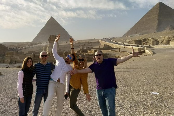 Private 8-Hour Tour to Giza Pyramids and Egyptian Museum from Cairo
