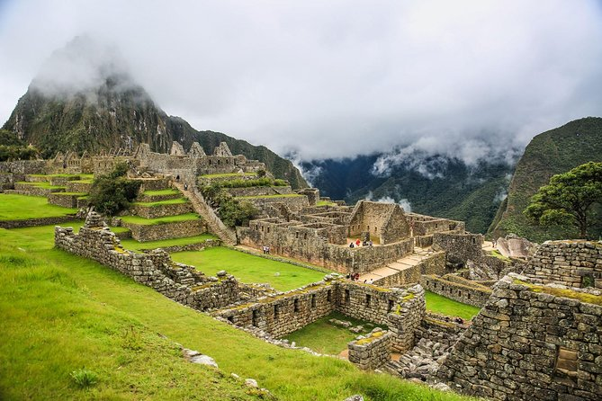 Sacred Valley and Machu Picchu: 2-day excursion