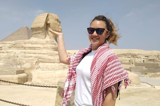 Solo female traveler private tour in Giza & Egyptian museum with female guide