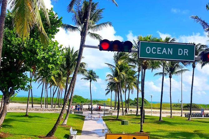 Miami City Tour with Shopping and Bay Cruise