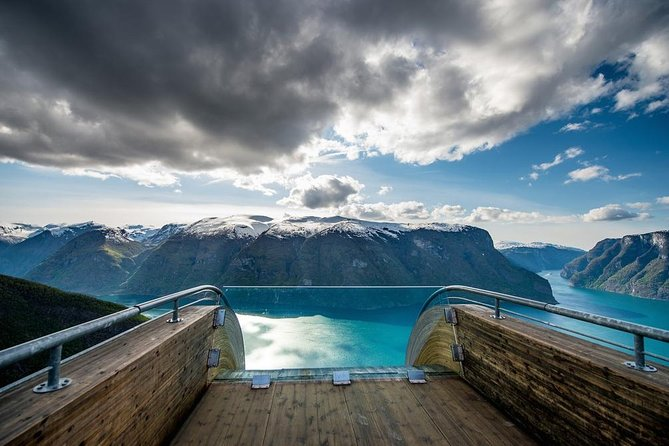 Private day tour to Flåm - incl Premium Nærøyfjord Cruise and Flåm Railway