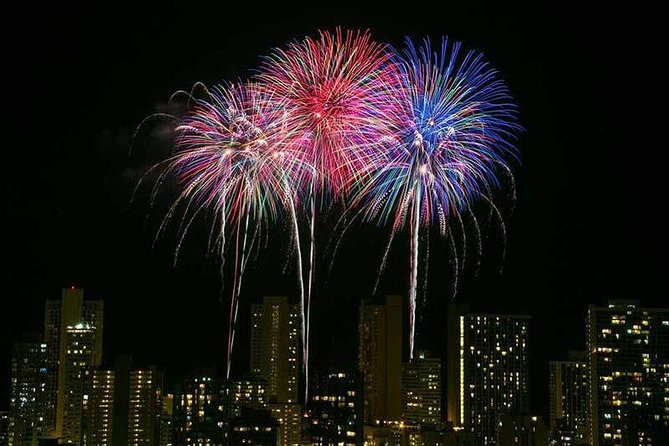 Friday's Waikiki Fireworks, Private Charter Boat