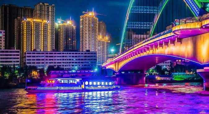 3-Hour Private Muslim Dining Experience with Yellow River Cruise in Lanzhou