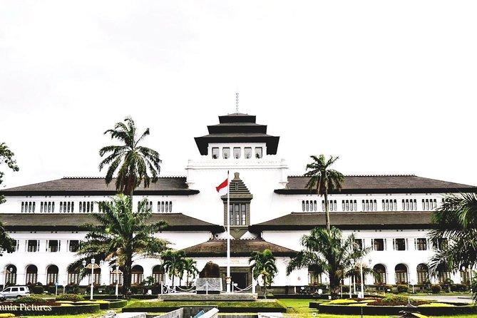Bandung Fashion & Angklung Music Experience (departure Jakarta)