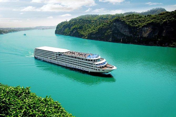Chongqing to Yichang: 3-Night Luxury CENTURY GLORY Yangtze River Cruise Tour