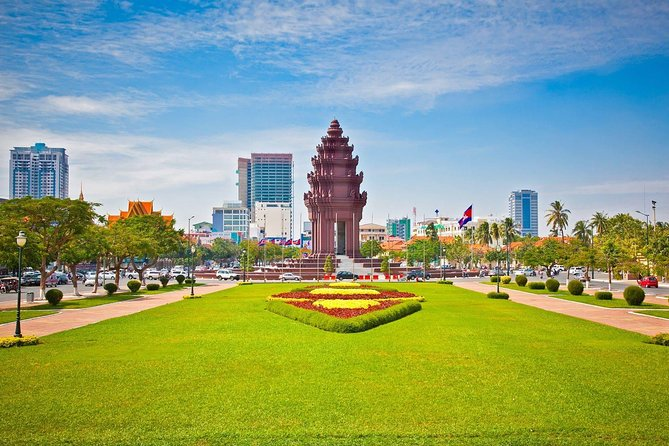 Phnom Penh City Tour Royal Palace with S21 and Killing Field