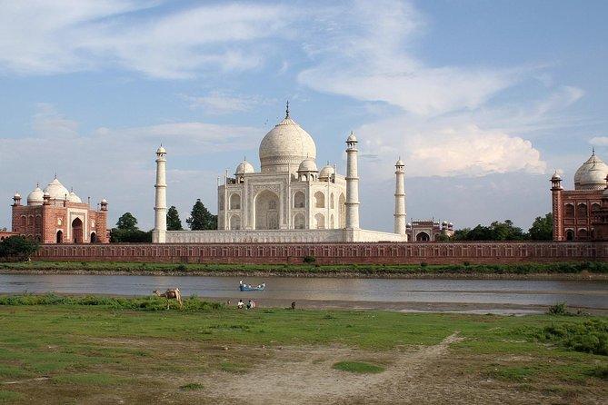 Taj Mahal at sunrise from Delhi to Agra and back to Delhi