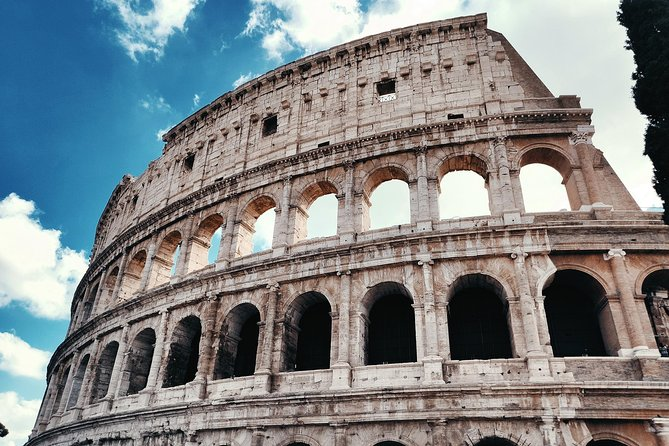 Rome private experience: Colosseum tour with lunch and driver