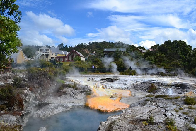 Full Day North Island Adventure: Glowworm Cave, Rotorua Maori Culture & Hobbiton