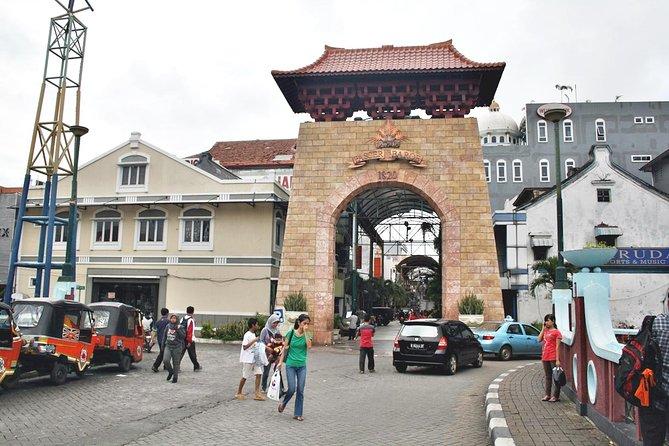 Jakarta Tour Like Locals: Shop & Dine