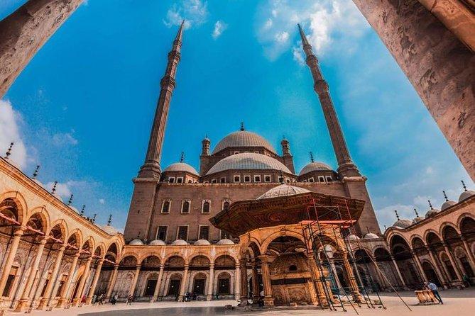 Pyramids of Giza &Sphinx – Citadel – Khan El Khalili – Islamic Cairo Tour