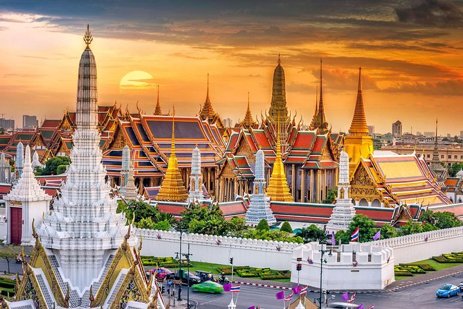 Bangkok Grand Palace Private Day Tour with Baiyoke Buffet Lunch