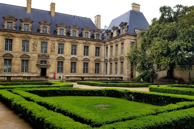 Explore the Marais, Montmartre and Île de la Cité with three audio walking tours