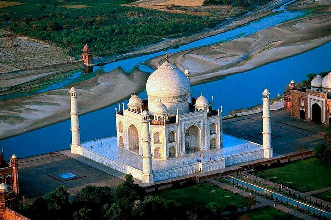 Taj Mahal Day Trip with Entrance, Guide and lunch