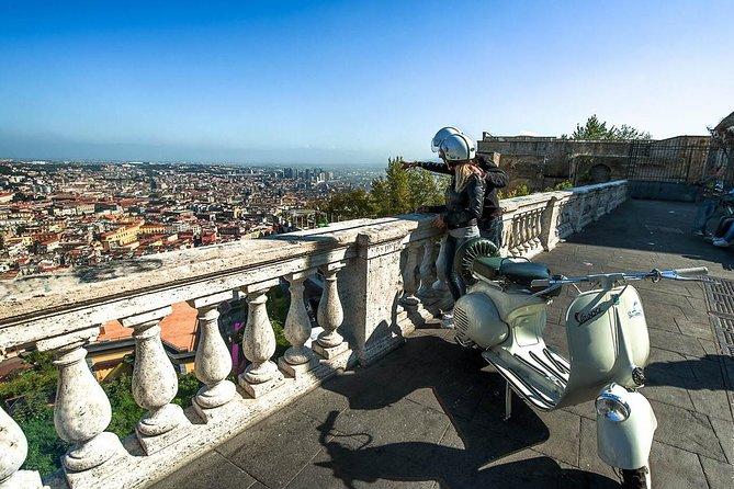 Private Neapel Vespa Tour: Traditionen und Folklore erleben