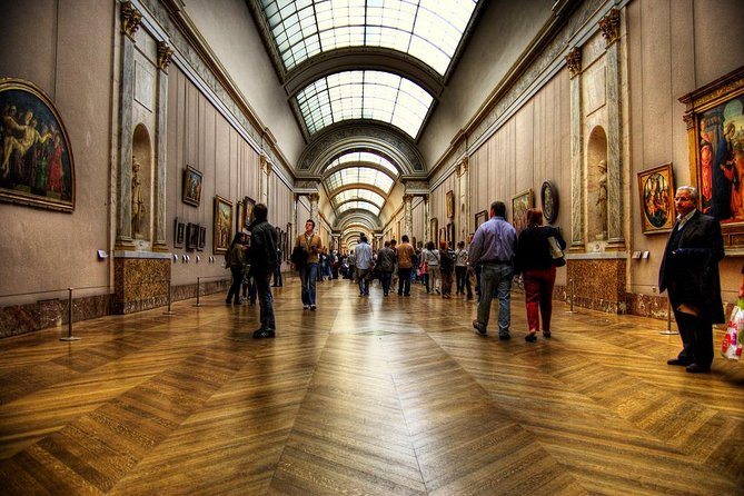 Private 3-hour official tour guide disposition to visit Louvre Museum