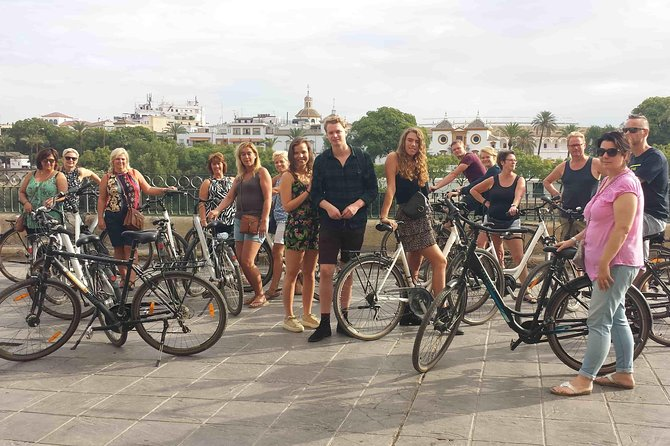3-hour bike tours along the highlights of Seville