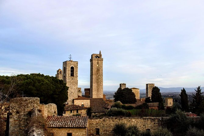 San Gimignano Walking Tour and Vernaccia Wine Tasting - Semi Private
