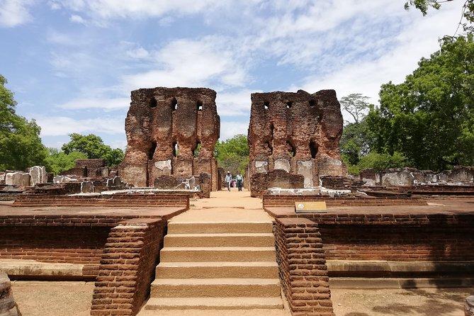 sigiriya polonnaruwa day tours