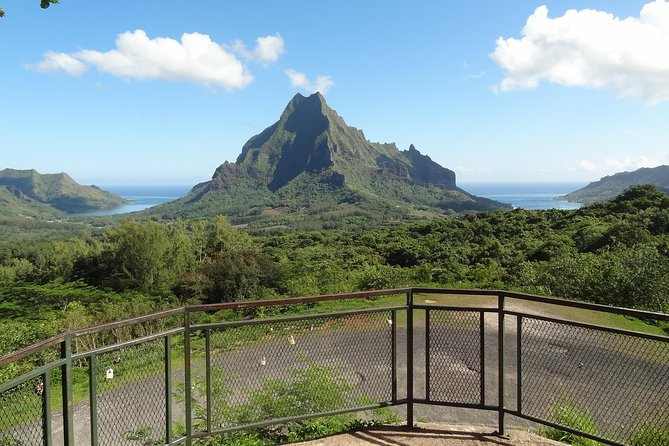 Moorea Three Coconuts Trail Guided Hike photo 4